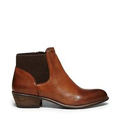 ROSAMARE Steve Madden Boots. Bae never seems to disappoint except for his price. want these so bad