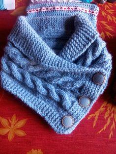 un col châle boutonné - dani qui tricote et qui crochète Knitted Socks Free Pattern, Baby Knitting Patterns, Knitting Socks, Free Knitting, Knitted Cape, Circle Scarf, Fashion Project, Neck Warmer, Knit Crochet