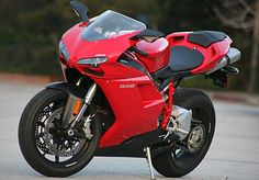 2008 Ducati 848 Test Drive: Ferocious Featherweight Is a Half-Notch Away From Scary Fast