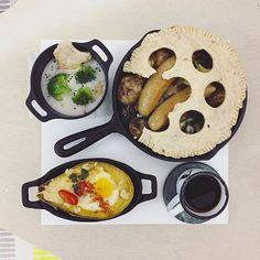 . gooooooood morning sunday :-D))) . #goodmorning #morning #breakfast #yummy #goodfood #instafood #onthetable  #homemade #foodie #foodstagram #igfood #foodphotography #foodphoto #yum #2eat2gether #S_S_iloveBreakfast #朝食 #早餐 #goodmorning #早安 #おはようございます #baking #烘培 #pie #蘑菇菠菜香腸鐵鍋派 #派 #パイ #potpie #S_S_iloveBaking
