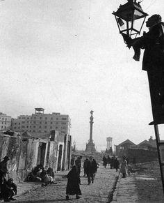 Fotos de Barcelona en los años 50 | Albert Ribera - Intentando ver el árbol y el bosque Barcelona City, Barcelona Catalonia, Old Pictures, Old Photos, Maybe In Another Life, Cadiz, Medieval Castle, Best Cities, Vintage