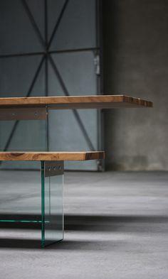 Tisch Esstisch Schreibtisch 4x1 Walnuss europäischer Nussbaum Massivholz Glas - table walnut and glas by Benjamin Pistorius Berlin