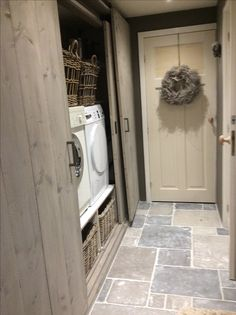 √ Farmhouse Laundry Rooms With Smart Organized Setup - When you're something like me then the laundry room is almost definitely among the many least favourite rooms in your entire residence. Room Interior, Interior Design Living Room, Living Room Designs, Farmhouse Laundry Room, Laundry Rooms, Laundry Room Design, Kitchen Flooring, Sweet Home, New Homes