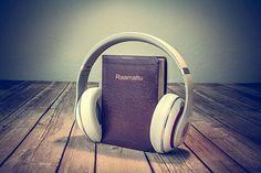 Kuuntele ääniraamattua valitsemalla haluamasi Raamatun kirja. Sivulta löydät myös katsauksen kirjan taustaan ymmärtääksesi kuulemaasi paremmin.