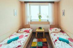 Penzión Hviezda v tichej časti Bratislavy - Podunajské Biskupice. Krátkodobé aj dlhodobé ubytovanie. Izby s kúpeľňou, TV a wifi. Vlastná reštaurácia. Bratislava, Bunk Beds, Toddler Bed, Tv, Furniture, Home Decor, Child Bed, Decoration Home, Loft Beds