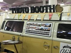 What? A photobooth in a vw bus! So cool at the #hawaiibridalexpo @bridesclub @bradbuckles