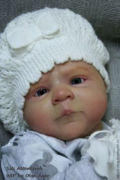 Sweet doll... I love her face & hat!