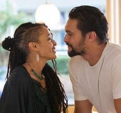 Lisa Bonet Momoa and Jason Momoa, I love how they look at each other ❤️ Interracial Dating Sites, Interracial Couples, Zoe Kravitz, Christian Grey, Beautiful Couple, Beautiful Men, Jason Momoa Lisa Bonet, Black And White Dating, Selena