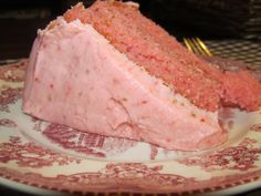 Dreaming of a Farmhouse: Strawberry Cake made with a white boxed cake mix.  sounds yummy