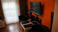 miejsce relaksu stolik z fotelami    http://www.rainbowapartments.pl/apartament-pomaranczowy/