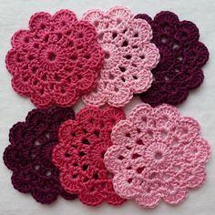 Karin aan de haak: Onderzetter 1893 - Patroon Super easy to make! Punto Red Crochet, Crochet Motifs, Crochet Squares, Crochet Doilies, Crochet Flowers, Crochet Stitches, Granny Squares, Pink Flowers, Crochet Home