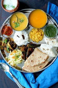 Traditional Gujarati Food Recipes in Gujarati Summer Thali Indian Veg Recipes, Gujarati Recipes, Vegetarian Recipes, Cooking Recipes, Indian Street Food, South Indian Food, South Indian Thali, Gujarati Cuisine, Gujarati Food