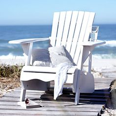 perfection...(well, maybe the glass of water on the chair would be a margarita), but still...