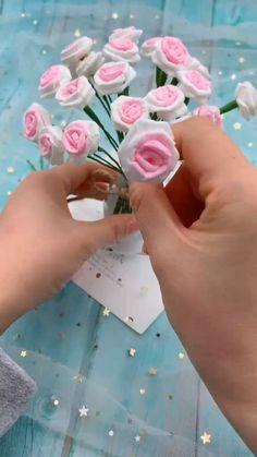 Paper Flowers Craft, Paper Crafts Origami, Paper Crafts For Kids, Origami Flowers, Origami Easy, Diy Crafts Hacks, Diy Crafts For Gifts, Diy Arts And Crafts, Fun Crafts