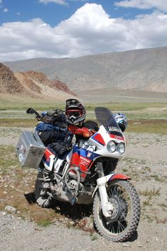 Honda_Africa_Twin_XRV750.jpg (800×1196)