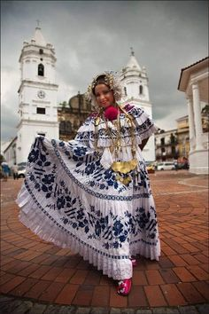 Panamá 🇵🇦 Panama Culture, Folklore, Panamanian Women, Costumes Around The World, Mode Costume, Travel Clothes Women, Thinking Day, We Are The World, Ethnic Dress