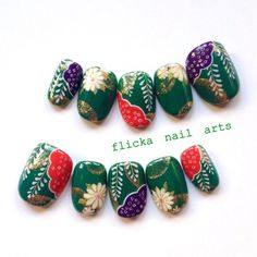 Nail art with flowers New Year's Nails, Love Nails, Sunflower Nails, American Nails, Japanese Nail Art, Girls Nails, Halloween Nail Art, Green Nails, Nail Stamping