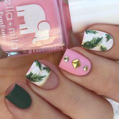 Very bold combination of baby pink and extravagant green. Dark autumns and hot summer color are balanced and you can wear this manicure even when colder days come.