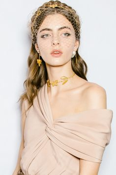6 Breathtaking Couture Beauty Moments From the Paris Runways - Care - Skin care , beauty ideas and skin care tips Bridal Hair Pins, Wedding Hair And Makeup, Hair Makeup, Beauty Makeup, Hair Beauty, Runway Hair, Vogue Beauty, Christian Dior Couture, Half Up Half Down Hair
