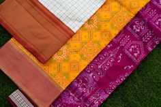 Sambalpuri Saree, Silk Sarees, Picnic Blanket, Outdoor Blanket, Colour Combinations, Ethnic Fashion, Ikat, Blouse Designs, Magenta