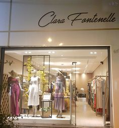 Boutique Decor, Boutique Stores, Boutique Clothing, Clothing Store Interior, Clothing Store Design, Fashion Window Display, Store Window Displays, Showroom Interior Design, Boutique Interior Design