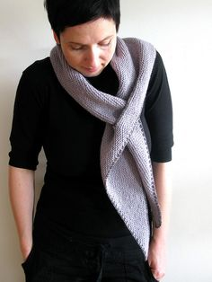 Great scarf design. I'm going to knit this.