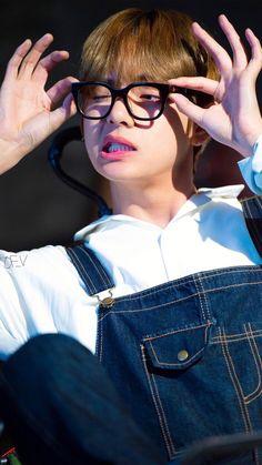 taehyung pics 💜 on - BTS ❤ - Info Korea Bts Taehyung, Kim Namjoon, Bts Bangtan Boy, Bts Boys, Taehyung Smile, Rapmon, Daegu, Foto Bts, Bts Photo