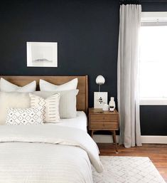 Beds can be set on the rear of a minimalist 34 room design. A minimalist bed does not need to be uncomfortable. Platform beds are perfect for a minimalist bedroom design. The bedroom in the picture is a quality example. Modern Farmhouse Bedroom, Modern Bedroom, Contemporary Bedroom, Bedroom Small, Living Room Scandinavian, Bedroom Colors, Bedroom Decor, Bedroom Ideas, Wall Decor