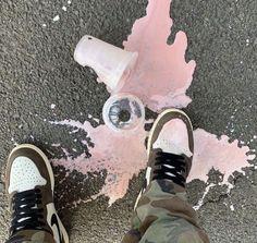 Aesthetic Videos, Aesthetic Pictures, Urban Aesthetic, Aesthetic Pastel, Pretty Pictures, Cool Photos, Cool Captions, Pink Quartz, Dream Shoes