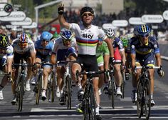 Sky Procycling rider Cavendish of Britain holds up his arms as he wins the final 20th stage of the 99th Tour de France cycling race between Rambouillet and Paris. JEAN-PAUL PELISSIER/REUTERS