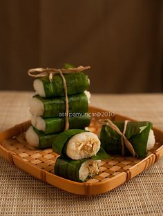 Glutinous rice with a chicken filling, wrapped in banana leaves