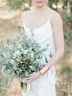 All-Greenery Wedding Bouquet For the Non-Traditional Bride Bouquet D'eucalyptus, Diy Bouquet Mariage, Eucalyptus Bouquet, Diy Wedding Bouquet, Eucalyptus Wedding, Eucalyptus Leaves, Green Wedding, Floral Wedding, Wedding Colors