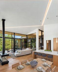 Offener Wohnbereich Mit Kche Und Wohnzimmer Bietet Schnen Ausblick Durch Bodentiefe Fenster