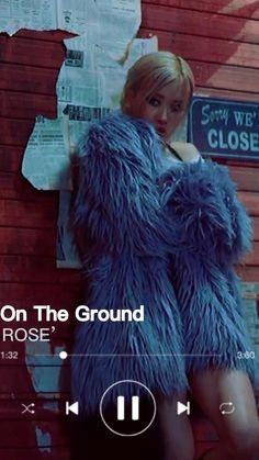 Rose Video, Blackpink Video, Black Pink Songs, Black Pink Kpop, K Pop Music, Good Music, Korean Song Lyrics, Foto Rose, Pop Lyrics