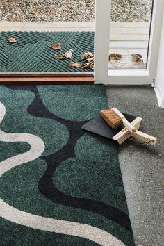 Å:Frodig & Heymat+ Sand.  #interiør #interiørdesign #interiordesign #interior #design #hallway #heymat #modern #home #inspo #skandinaviskdesign #scandinaviandesign #homedecor Machine Washable Rugs, Summer Breeze, Indoor Outdoor Rugs, Sustainable Living, Scandinavian Design, Three Dimensional, Recycling, Kids Rugs, Doormats