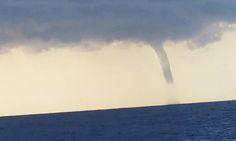 Wasiq1's Karachi blog : WaterSpout caught on camera by Pakistani Fishermen...