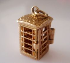 Nuvo Vintage 9ct Gold Telephone Box Charm Opens to Telephone - hallmarked RP Birmingham Year 1968 and has the Nuvo Regd stamp is on the back