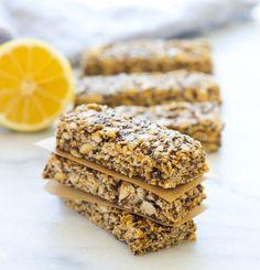 Lemon Honey & Chia Granola Bars- healthy and super easy to make! #glutenfree #cleaneating