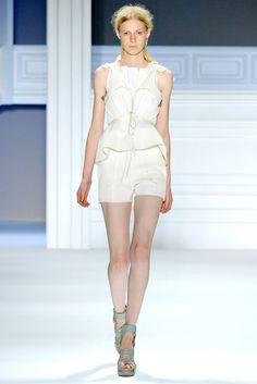 Vera Wang Spring 2012 Ready-to-Wear Fashion Show - Julia Nobis