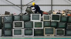 """Nice solution for a mounting problem. """"The Indian company turning e-waste into mounds of profit"""" - Quartz Electronic Waste Recycling, E Waste Recycling, Electronic Items, Old Computers, Prime Time, Box Tv, Photo Accessories, Marketing, 3 D"""