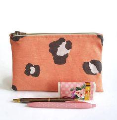 Bekijk dit item in mijn Etsy shop https://www.etsy.com/nl/listing/597145129/etui-voor-pennen-of-potloden