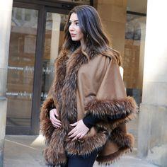 Large Cashmere Cape with Raccoon Fur Trim Fur Fashion, Spring Fashion, Womens Fashion, Fur Collars, Fox Fur, Fur Trim, London Fashion, Evening Gowns