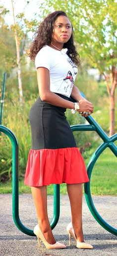 Weekday Chic: Peplum skirt + Nude pumps | A stylish work appropriate look. Wearing a lovely graphic tee and a peplum midi skirt complete with a classic nude pumps. More stunning looks at http://www.lapassionvoutee.com/