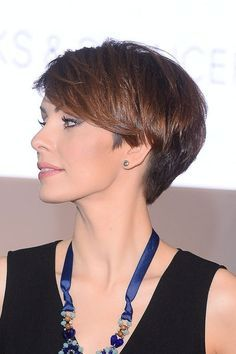Nice transitional cut as a pixie grows out. Very wedgy!