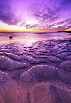 drxgonfly: Beach Curves (by Abdulmajeed Al Juhani) Purple Sky, Shades Of Purple, Purple Beach, Deep Purple, Beautiful World, Beautiful Images, Purple Stuff, Exterior, Pretty Pictures