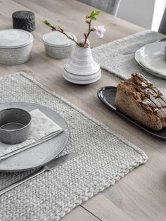 p/diy-gestrickte-tischsets-selber-machen-mxliving - The world's most private search engine Easy Knitting, Knitting Patterns Free, Modern Placemats, Grey Placemats, Small Blankets, Diy Mode, Handmade Table, Diy Home Crafts, Drops Design