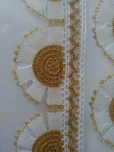 This Pin was discovered by Lal Crochet Crafts, Crochet Doilies, Crochet Lace, Seed Bead Tutorials, Beading Tutorials, Crochet Borders, Filet Crochet, Sewing Case, Mosaic Vase