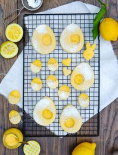 Lemon Curd Plätzchen   Osterbrunch   #tmDonnerstag   Thermomix Rezept   waseigenes.com Cute Easter Desserts, Traditional Easter Desserts, Lemon Curd Thermomix, Easter Drink, Chocolate Easter Cake, Easter Bunny Cake, Sweet Bakery, Easy Delicious Recipes, Happy Easter