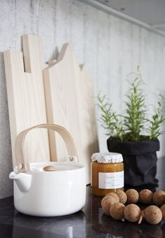 Decor Idea - perfect kitchenware and tools colour combination