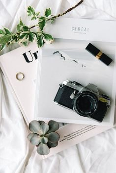 5 step guide to start shooting with brands flatlay картинки Photography Camera, Photography Business, Fashion Photography, Flat Lay Photography Instagram, Photography Ideas, Photography Flowers, Photography Backdrops, Product Photography Tips, Tumblr Aesthetic Photography